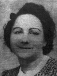 Esther Akriche 36 x 48 mm bis